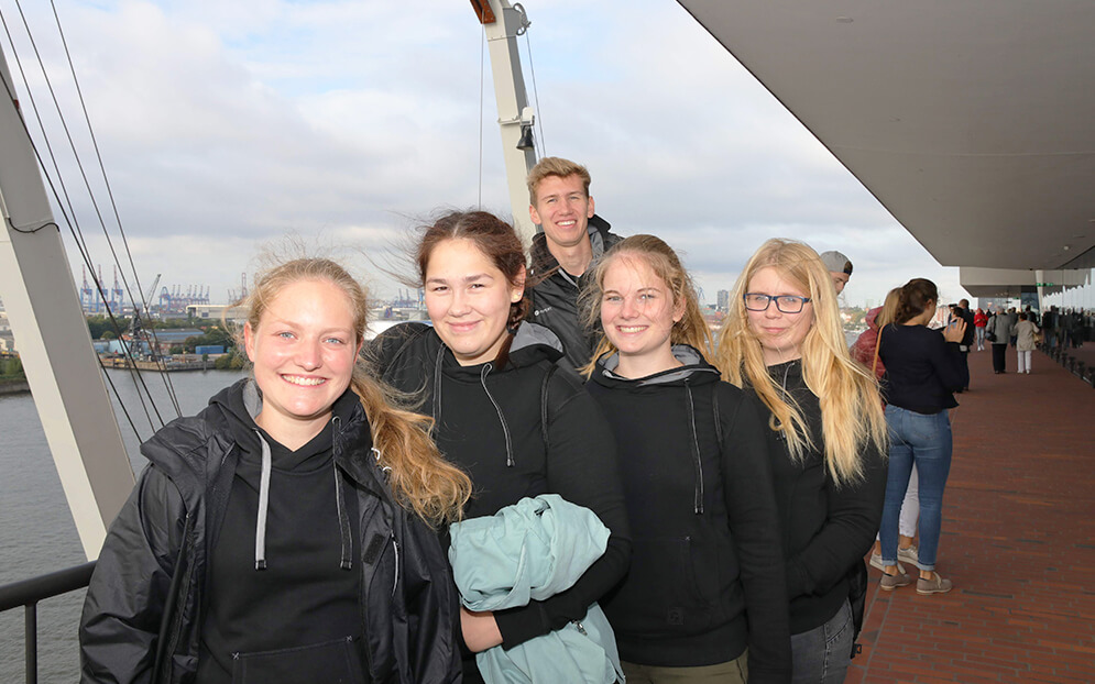 Apprentices sniff Hamburg air